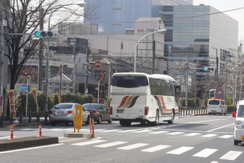 2017年3月7日、高田馬場~下落合、右端に4009F上り列車のお顔が見えます。