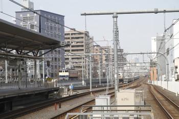2017年3月5日 10時53分頃、浦和、EF65-1103の上りの単機回送列車とE231系の東北本線の下り列車。