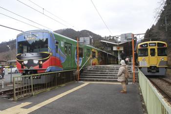 2017年1月29日 10時41分頃、西吾野、1番ホームから発車いた20158Fの上り臨時列車と2085Fの5017レ。