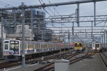 2017年3月11日 6時1分頃、石神井公園、6156Fの6501レ(左)と出番を待つ電留線の2079F。