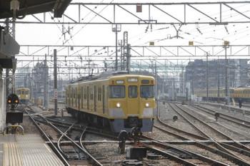 2017年3月19日 10時6分頃、上石神井、奥が2001Fの下り回送列車。右は入換え中の2403F。
