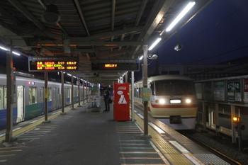 2017年3月18日 5時25分頃、小手指、5204レの38112Fが入線後に1番ホームへ到着する10105Fの上り回送列車。