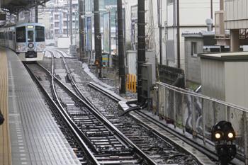 2017年3月26日 10時57分頃、池袋、7番ホームから発車した4009Fの下り列車と空いている電留線(右)。