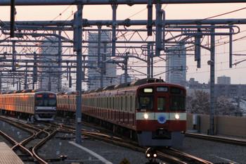 2017年4月4日 17時49分頃、石神井公園、3番ホームに到着する9103Fの上り回送列車。クハ9003の行先表示窓は消灯してました。