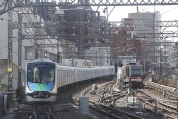 2017年2月12日 12時50分頃、中目黒、東武20000系と西武40101Fの下り試運転列車。