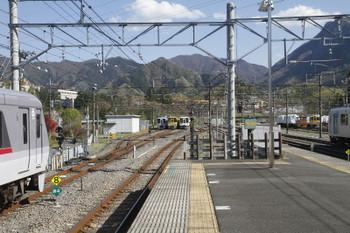 2017年4月23日 15時8分頃、横瀬、手前が西武秩父駅から回送されてきた10102F。奥の電留線には左から4009F・2073F・・40234F+4011F。