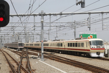 2017年5月12日 10時13分頃、石神井公園、10105Fの上り回送列車。奥は東急5165F。