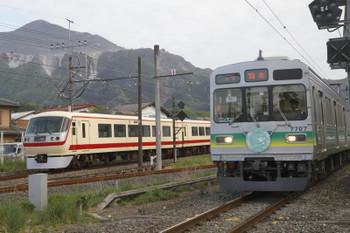 2017年5月4日 17時5分頃、西武秩父、秩父鉄道の羽生ゆきと並んで到着する10105Fの21レ?。