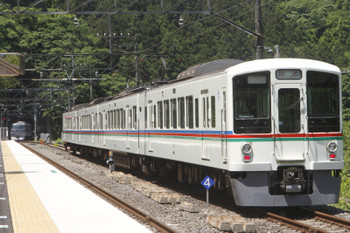 2017年5月20日 10時40分頃、芦ヶ久保、通過した10107Fの9レと発車を待つ4023Fの下り回送列車。