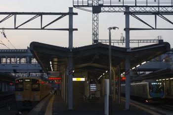 2017年5月8日、西所沢、2501Fの6199レ(左)と40102Fの4228レ。
