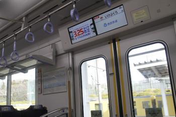 2017年3月12日、西武球場前、発車した40101F車内。スマイルビジョンはダイヤ改正をPRとこの臨時列車の運行案内もありました。