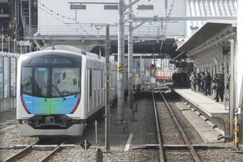 2017年3月12日、所沢、6番線に停車中の40102Fの回送列車。