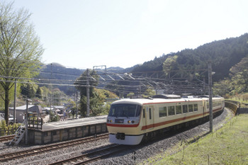 2017年4月23日 8時31分頃、吾野、2番ホーム横のホームなし線路で一旦停止の10105Fの5レ。
