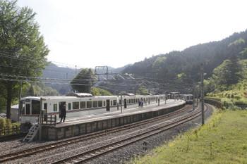2017年5月5日 8時21分頃、吾野、1番ホームに停車中の4001F+4023Fの1001レと2番ホームに到着した4015Fの5014レ。