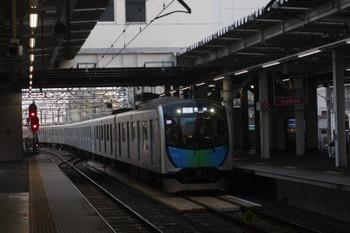 2017年6月15日 18時17分頃、所沢、506レとなるべく電留線(E)から3番ホームへ入る40102F。
