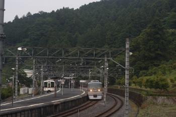 2017年6月20日、吾野、4003Fの5056レ(左)と10109Fの27レ。