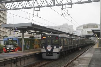 2017年5月13日 6時20分頃、東長崎、4番ホームで折り返す20158Fの回送列車と9108Fの2104レ。