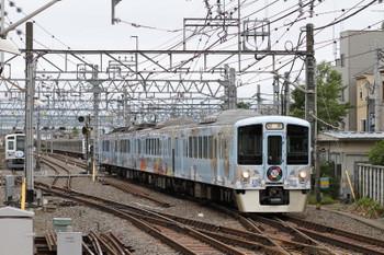 2017年5月14日 7時18分ころ、保谷、到着する4009Fの上り回送列車。奥の5番線に6153F(Nack5)が見えます。