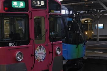 2017年5月17日、所沢、手前から4223レの9101F(パスモ)、S-TRAIN(506レ)の40102F、そして新宿線5831レのN2000系。