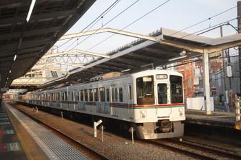 2017年5月28日 18時0分頃、清瀬、3番ホームを通過する4005F+4019Fの下り回送列車。