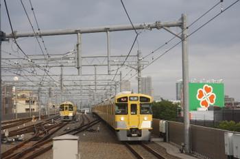 2017年5月28日、石神井公園、2087F+2465Fの2102レ(右)と6番線で待機中の2085F。