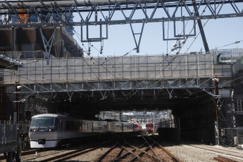 2017年6月3日 9時14分ころ、池袋、1・2番ホームへ到着する10109Fの上り回送列車。