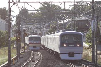 2017年6月3日 17時9分ころ、元加治、10105Fの下り回送列車(左)と10000系上り臨時列車。
