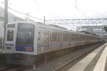 2017年6月17日、西所沢、東急から直通の西武球場前ゆき快速8301レ、車両は6104F。