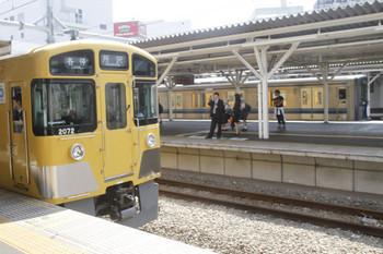 2017年6月17日、所沢、5307レで到着し電留線へ入る2071F(手前)と、発車した20104Fの2607レ。どちらも車掌は女性。