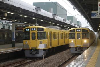 2017年6月18日、練馬、2073Fの4204レ(中央)。右は東長崎駅で折り返してきた2079Fの回送列車。