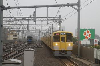 2017年7月1日、石神井公園、6番線で待機中の20153Fと2071F+2463Fの2102レ。