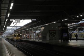 2017年7月8日 5時30分ころ、所沢、2番ホームを通過する2051Fの新宿線 上り回送列車と6番線で留置中の263Fほか。