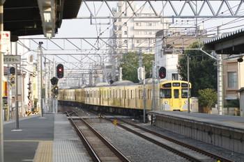 2017年7月9日 6時27分ころ、東長崎、上り4番ホームから発車した2073Fの下り回送列車。