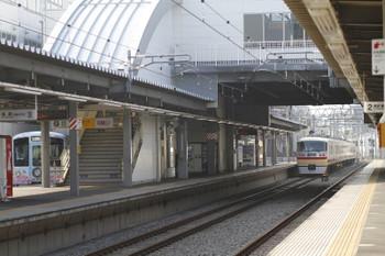 2017年7月9日 7時36分ころ、東長崎、4番ホームで待避する4009F上り回送と10105Fの66レ。