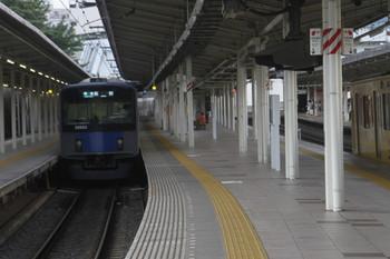 2017年7月22日 17時23分ころ、入間市、発車した20153Fの4145レ(左)と到着する2085Fの下り回送列車。