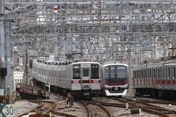 2017年7月17日 13時7分ころ、業平橋、左から東武・東京地下鉄・東急の車両が並びました。