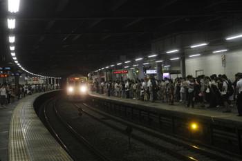 2017年8月5日 21時26分頃、狭山市、2001Fの2726レと沢山の乗客。