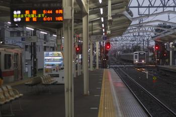 2017年8月14日 5時34分ころ、清瀬、2番ホームへ到着する6154Fの上り回送列車。