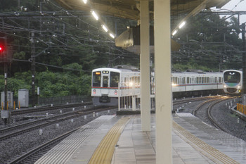 2017年8月19日 17時56分ころ、入間市、発車した4019F+4011Fの2004レ(数分の遅れ)と38103Fの下り回送列車。
