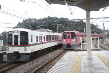 2017年8月20日、入間市、4001Fの上り回送列車(左)と9101Fの2149レ。