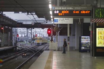 2017年8月21日 5時30分ころ、所沢、2番ホームを通過した2033Fの新宿線・上り回送列車。奥の電留線に夜間滞泊が復活してました。