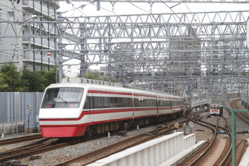 2017年8月27日 9時14分ころ、曳舟、上り特急「りょうもう」と東急8500系の下り列車のすれ違い。