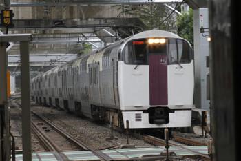 2017年9月8日 8時28分ころ、西大井、215系の「湘南ライナー8号」。