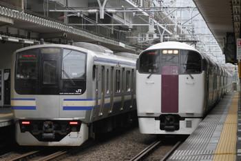 2017年9月8日 9時3分ころ、西大井、215系の下り回送(右)とE217系のすれ違い。