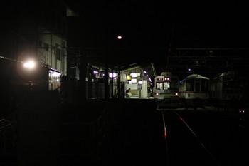 2017年9月18日 22時23分ころ、秩父、下り貨物列車や最終の熊谷ゆきと並んだ夜間滞泊の西武4000系。