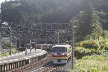 2017年9月19日 8時36分ころ、吾野、ホームのない線路へ到着する10105Fの5レ。