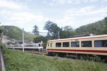 2017年9月19日 8時39分ころ、吾野、10105Fが待つ吾野駅へ到着する4013Fの5018レ。