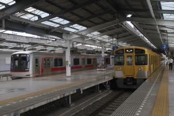 2017年9月18日 14時24分ころ、飯能、2・3番ホームで発車を待つ2089Fの臨時 高麗ゆきと4番ホームに到着する東急4102Fの1707レ。
