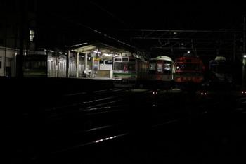 2017年9月19日 午前4時20分ころ、秩父駅、夜間滞泊した西武4000系、電源が入ったようです。