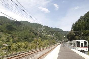 2017年9月19日 13時4分ころ、芦ケ久保、2番ホームを通過する4017F+4007F(飯能->)の下り回送列車。西武秩父に回送されて季節臨時 5092レとなりました。
